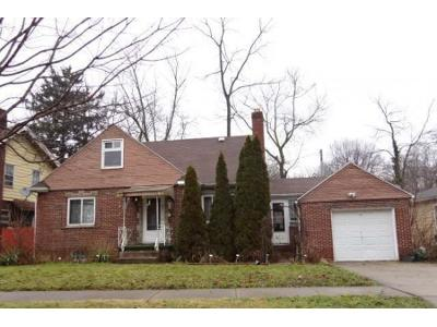 Pleasant 453 Roslyn Ave Akron Ohio 44320 Foreclosure Com Home Interior And Landscaping Mentranervesignezvosmurscom