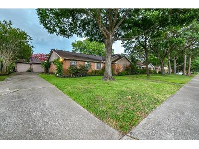 Twin-hills-dr-Houston-TX-77071