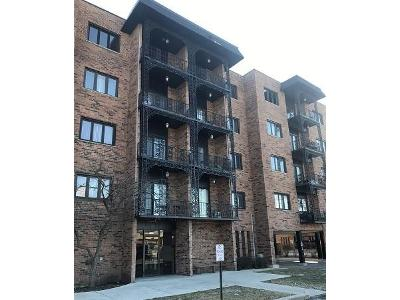 Landings-ln-unit-404-Des-plaines-IL-60016